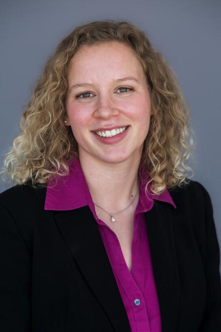 Hannah Schneider headshot